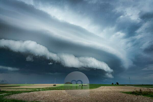 Massive gust roller with gust front at supercell near Regensburg, Bavaria, Germany