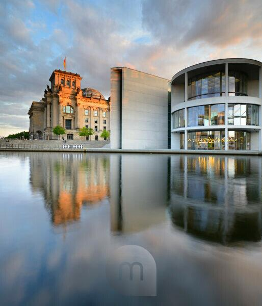 The Reichstag and the Paul Löbe House on the banks of the Spree, evening light, Spreebogen, government district, Mitte, Berlin, Germany