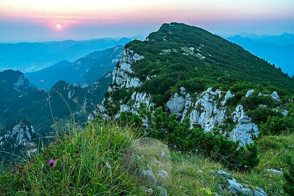 Europe, Germany, Bavaria, Alpine upland, Benediktbeuern, sunrise on the Benediktenwand