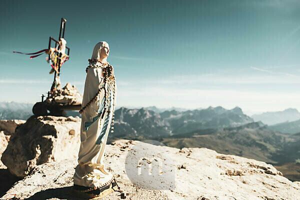 Marienfigur am Gipfel des Piz Boe, Dolomiten