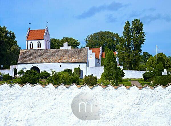 Schweden, Schonen, Kullen Halbinsel, Höganes, Stufengiebelkirche von Brunnsby