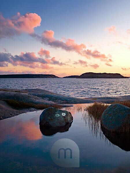 Sweden, Bohus, West coast, Kattegat, evening mood on the granite coast of Sör Koster