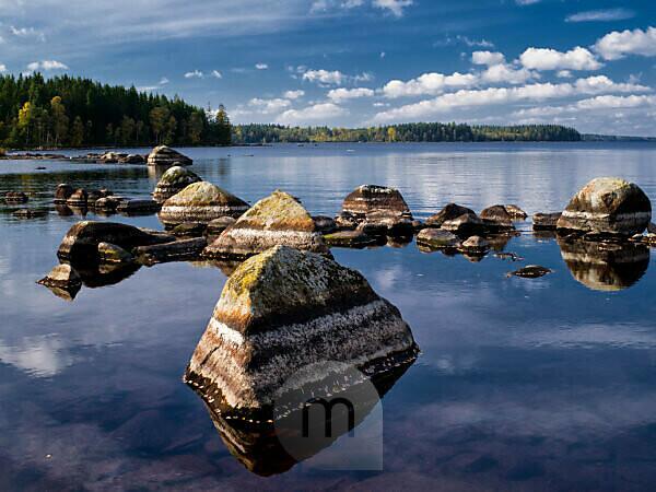 Schweden, Smaland, Växjö, Herbst am Innaren See