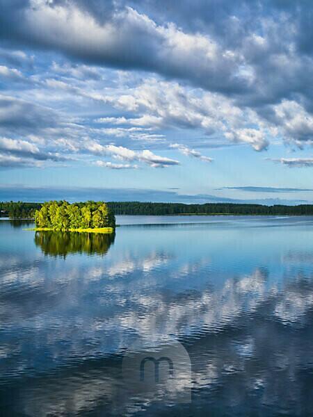 Sweden, Smaland, Eksjö, cloud mood at Lake Solgen