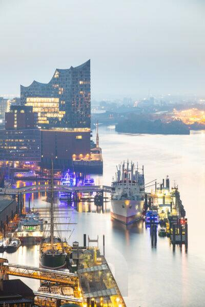 Europe, Germany, Hamburg, view from Hotel Riverside to Elbe with Elbphilharmonie in the morning