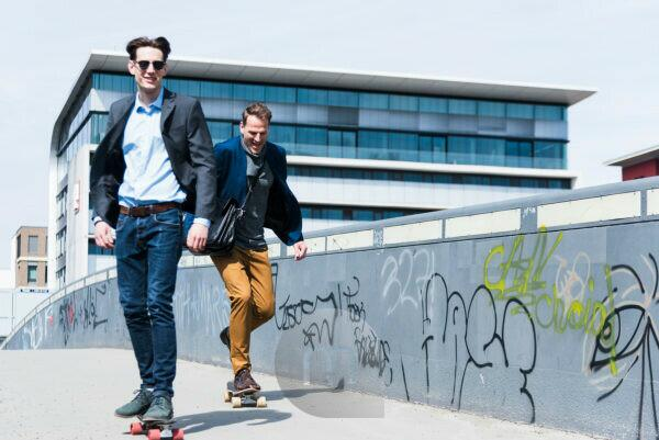 Two business people on skateboards, Frankfurt on the Main, Hessen, Germany