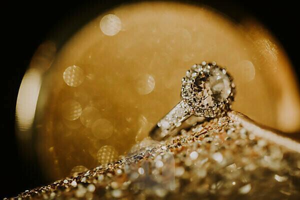 golden shoe, diamond ring, close-up