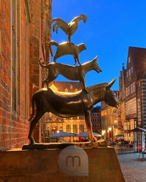 Sculpture group Bremen town musicians at the town hall, Bremen, State of Bremen, Northern Germany, Germany