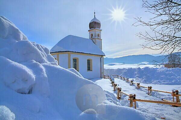 Winter landscape with St. Leonhard church, Hundham, Leitzach valley, Upper Bavaria, Bavaria, Germany