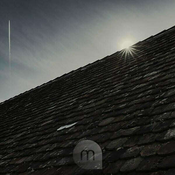 Old farmhouse, detail, roof, sun, back light