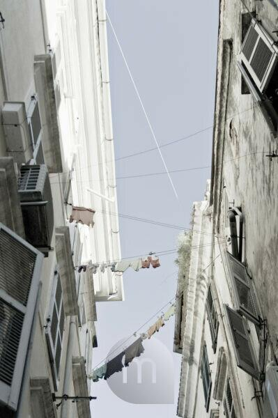 Corfu (city), houses with clotheslines