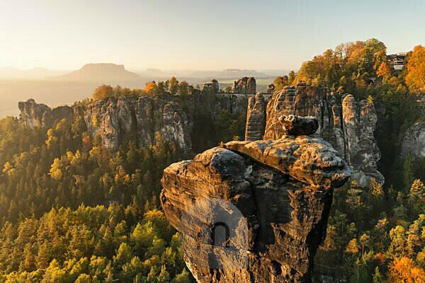 Wehlnadel und Basteifelsen, Bastei, Elbsandsteingebirge, Nationalpark Sächsische Schweiz, Sachsen, Deutschland