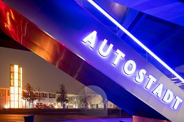 Phaeno, Museum, Science Center, Zaha Hadid, Abend, Architektur, DesignerOutlet, Wolfsburg, Niedersachsen, Deutschland, Europa