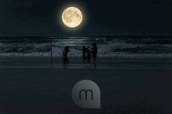 Germany, Lower Saxony, East Frisia, Juist, full moon on the beach [M].