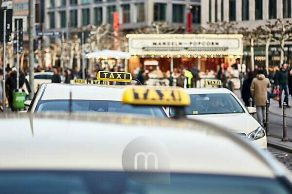 Europa, Deutschland, Hessen, Frankfurt, An der Hauptwache, wartende Taxis