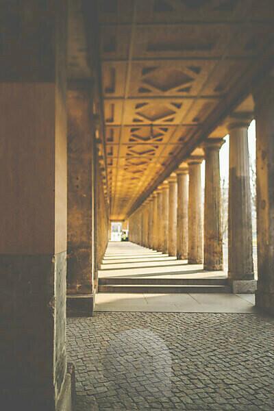 Berlin, Museum Island, colonnade Nationalgalerie - arcade direction Friedrichsbrücke