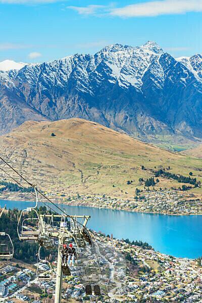 Rennrodler mit Lift auf den Hügel, Queenstown, Südinsel, Neuseeland,