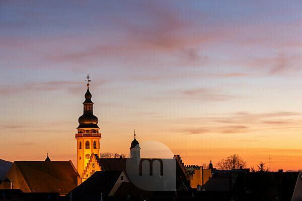 Deutschland, Baden-Württemberg, Karlsruhe, Durlacher Altstadtsilhouette mit der ev. Stadtkirche und dem Rathaus.