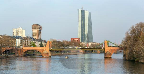 Germany, Hesse, Frankfurt, the Old Bridge with the ECB skyscraper in the background.