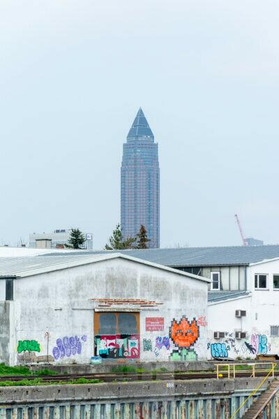 Germany, Hesse, Frankfurt, the measuring tower behind a commercial building on the Main.