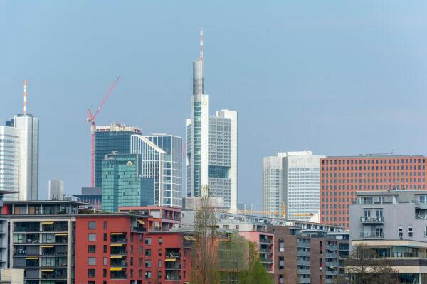Germany, Hesse, Frankfurt, houses line at the Speicherstraße.
