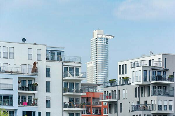 Deutschland, Hessen, Frankfurt, Häuserzeile an der Speicherstraße.