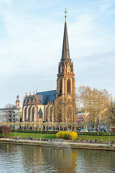 Germany, Hesse, Frankfurt, the Dreikönigskirche on the Mainufer.