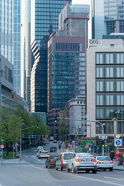 Deutschland, Hessen, Frankfurt, Frankfurter Skyline, Blick bei Untermainbrücke ins Bankenviertel.