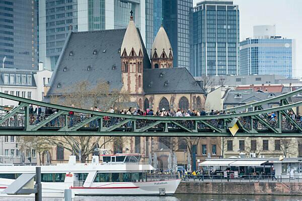 """Deutschland, Hessen, Frankfurt, """"Eisener Steg"""" (Brücke) über den Main."""