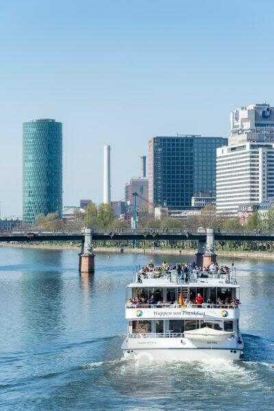 Deutschland, Hessen, Frankfurt, Ausflugsschiff auf dem Main.
