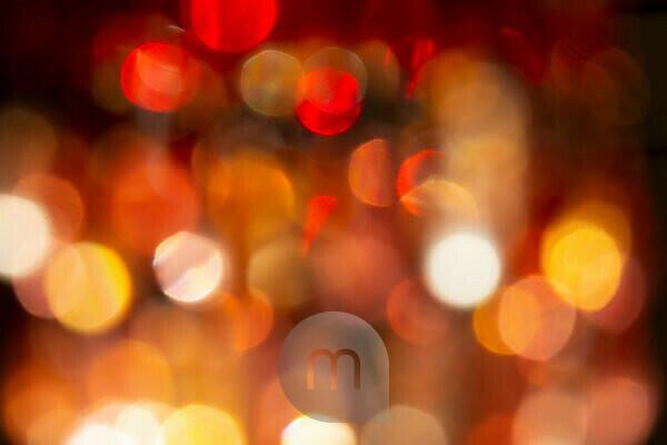 Unscharfe Lichter einer Perlenleuchte