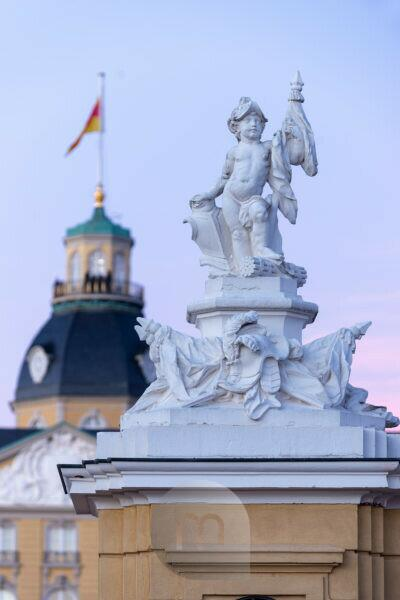 Germany, Baden-Württemberg, Karlsruhe, castle, sculptures on the guardhouse in front of the castle.