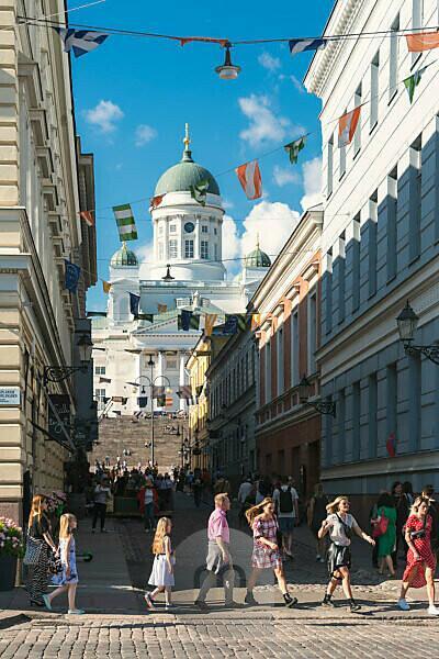 Helsinki, Altstadt, Blick vom Marktviertel zum Dom, Besucher