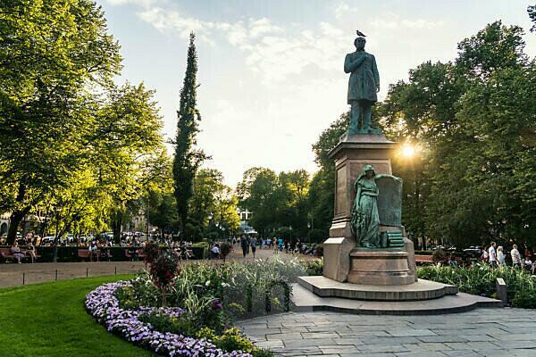 Helsinki, Esplanadi Park, Sommer, Abendstimmung, Denkmal Johan Ludvig Runeberg