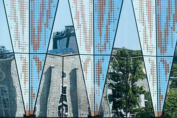 Tallinn, Linnahall, ehemalige Stadthalle, Spiegelung