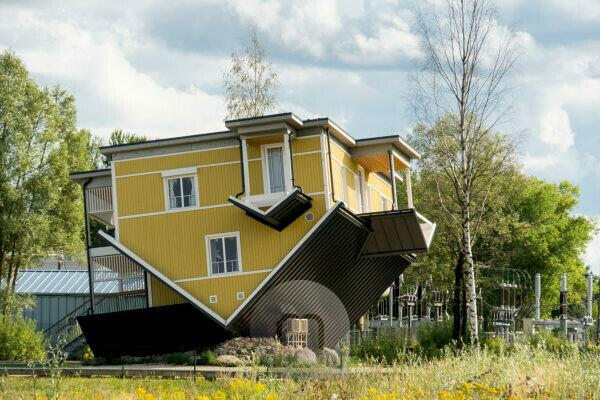 Estland, Tartu, Tagurpidi Maja, umgedrehtes Haus