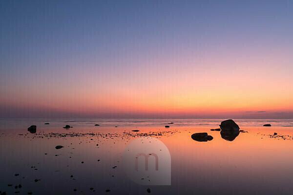 Estland, Ostseeinsel Hiiumaa, Küste bei Kalana, Abendstimmung