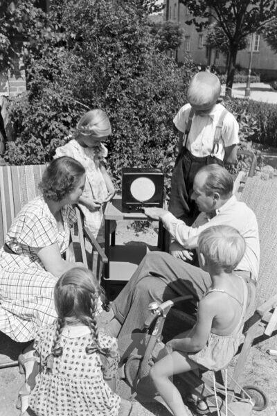 A family with a garden, Germany 1930s.