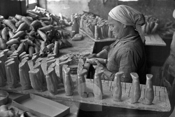 Photo from the production at a doll factory in Waltershausen, Germany 1930s.