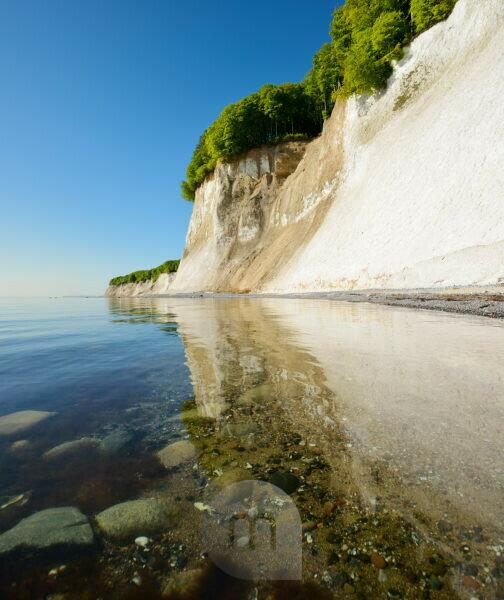 Germany, Mecklenburg-Western Pomerania, Rügen Island, Jasmund National Park, chalk cliffs reflected in the waters of the Baltic Sea
