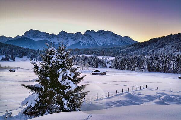 Germany, Bavaria, landscape at Geroldsee near Krün with Karwendel mountains