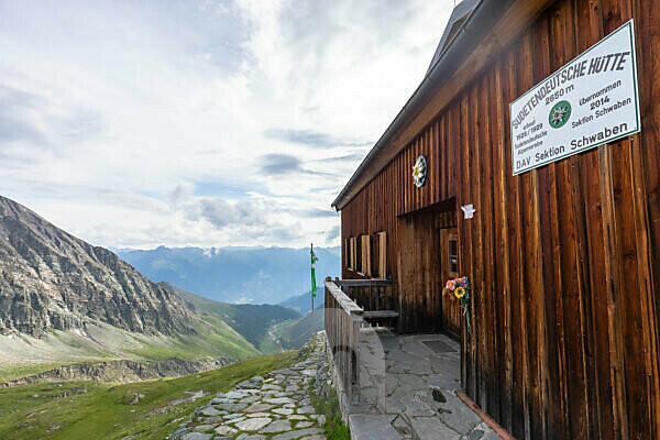 Europa, Österreich, Tirol, Osttirol, Kals am Großglockner, Eingangsbereich der Sudetendeutschen Hütte in den Hohen Tauern