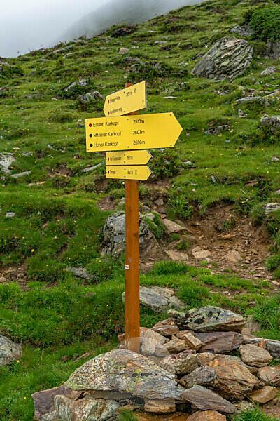 Europe, Austria, Tyrol, Ötztal Alps, Ötztal, Umhausen, signpost below the Kreuzjochspitze in the Ötztal