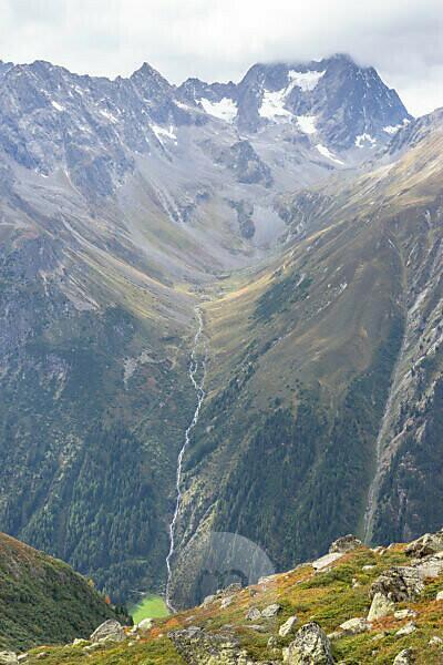 Europa, Österreich, Tirol, Ötztaler Alpen, Pitztal, Piösmes, Rüsselsheimer Hütte, Blick über das Pitztal auf das Plangeroß Tal mit Watzespitze und Seekarlesschneid