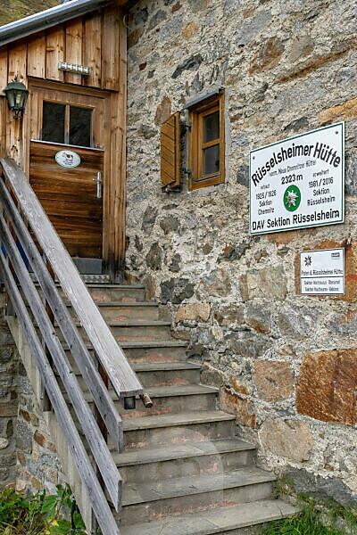 Europe, Austria, Tyrol, Ötztal Alps, Pitztal, Piösmes, Rüsselsheimer Hütte, entrance area of the Rüsselsheimer Hütte