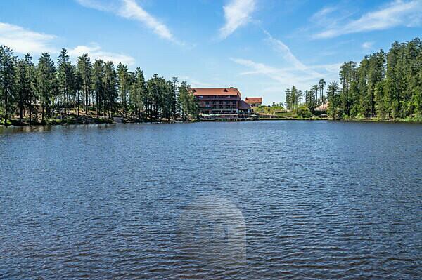 Europa, Deutschland, Baden-Württemberg, Schwarzwald, Blick auf das Hotel am Mummelsee