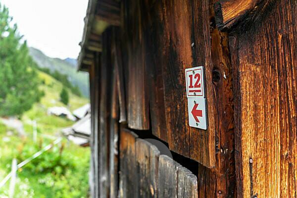 Europe, Austria, Tyrol, Ötztal Alps, Ötztal, waymarking of the Ötztaler Urweg at a wooden hut