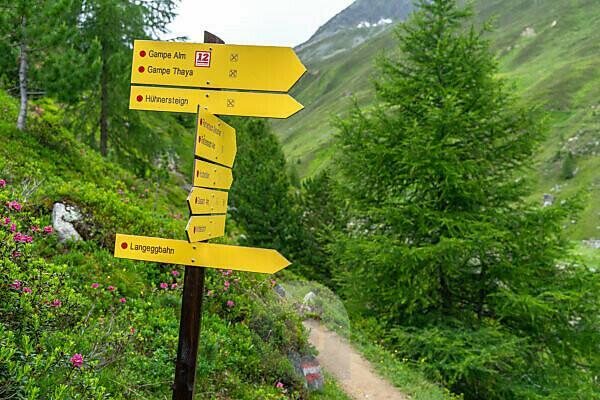 Europa, Österreich, Tirol, Ötztaler Alpen, Ötztal, Wegweiser zur Gampe Thaya bei Sölden