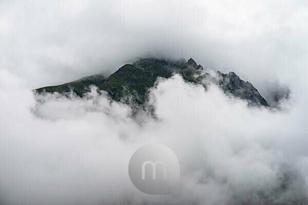 Europe, Austria, Tyrol, Ötztal Alps, Ötztal, mountain peaks in the clouds