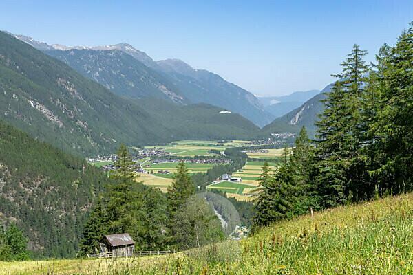 Europa, Österreich, Tirol, Ötztaler Alpen, Ötztal, Blick vom Hochplateau Burgstein auf das Ötztaler Talbecken um Längenfeld bis nach Winklen